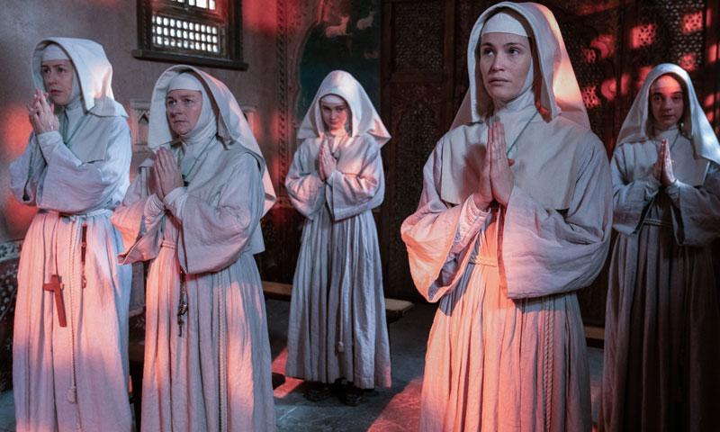 In der Bestseller-Adaption treffen Glaube und Begierde aufeinander: Die Schwestern von St. Faith werden auf eine harte Probe gestellt. Bildquelle: Disney